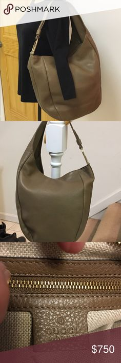 """🎉🎊💖HOST PICK💖🎉🎊Gucci Greenwich Hobo💖🎉🎉 Beautiful taupe pebbled leather Gucci Greenwich Leather Hobo with gold-tone hardware, single flat shoulder strap with oversized d/ring accent, beige canvas lining, three pockets at top. Dust bag included. One small flaw on the outside (see picture). Smoke free home. No trades. Shoulder strap drops 8"""". Gucci Bags Hobos"""