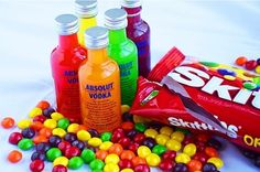 Who would have thought that combining skittles products and vodka would be such a hit? Skittles Vodka is the latest trend. It's delicious and and most importantly--easy to make. Snacks Für Party, Party Drinks, Fun Drinks, Yummy Drinks, Party Favors, Alcoholic Drinks, Alcoholic Popsicles, Sweet Cocktails, Liquor Drinks