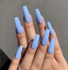 23 Atemberaubende Möglichkeiten, babyblaue Nägel zu tragen 23 Breathtaking Ways To Wear Baby Blue Nails There are many stylish shades of blue, but the must-have color for 2019 is definitely baby blue. Sky Blue Nails, Blue Coffin Nails, Acrylic Nails Coffin Short, Simple Acrylic Nails, Baby Blue Nails With Glitter, Blue Matte Nails, Blue Nails With Design, Acrylic Nails Coffin Matte, Pastel Blue Nails