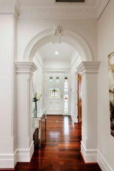 Victorian Hallway Uk Home Design Ideas, Renovations & Photos Victorian Decor, Victorian Homes, Victorian Hallway, Plafond Design, Home Modern, Interior Modern, Storey Homes, Traditional Interior, White Walls
