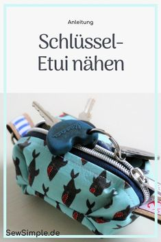 Näh dir ein praktisches Schlüsseletui! Mit meiner Anleitung kannst du dir … Get a handy key case! With my guide you can easily sew yourself a great key case with origami corners. For beginners and advanced. Beginner Knitting Projects, Sewing Projects For Beginners, Knitting For Beginners, Sewing Hacks, Sewing Tutorials, Sewing Crafts, Sewing Tips, Origami, Leftover Fabric