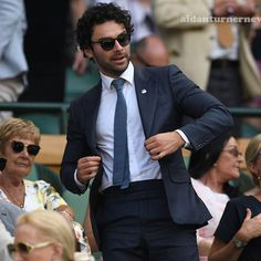 Aidan Turner, Everybody loves a well dressed man. Aidan Turner Kili, Aidan Turner Poldark, Aiden Turner, Adrian Turner, Demelza Poldark, Ross Poldark, Ross And Demelza, Eleanor Tomlinson, Perfect Movie