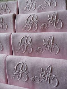 Second Hand Bed Sheets For Sale Referral: 4566741676 Tissu Style Shabby Chic, Zara Home, Embroidery Monogram, Embroidery Ideas, Bed Linen Sets, Linens And Lace, Antique Roses, Organizer, Linen Fabric