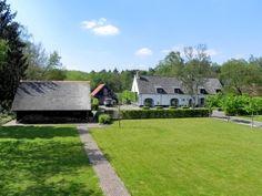 Huis te koop in Schilde - Vraag ons om advies - Logic-immo.be - Uniek gerestaureerde authentieke hoeve van anno 1750 met paardenstallen, verschillende Héritage bijgebouwen op ca. 18.200m² eigen grond,gelegen aan het grootste natuur en bosgebied van Schilde. Via de...