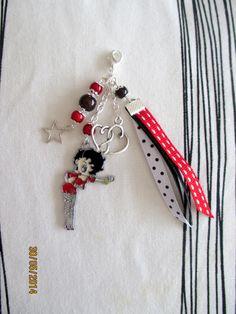 """bijoux de sac accessoirisé de la célèbre """" sexy girl"""" ruban rouge et noir monté main : Porte clés par cricri-fee-creative"""