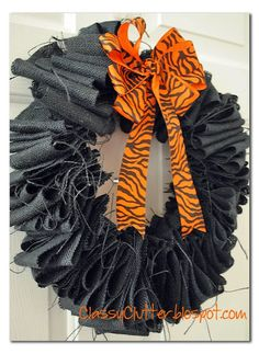 $5 Burlap Halloween Wreath made out of a wire hanger! #halloween #wreath #halloweenwreath #halloweendecor