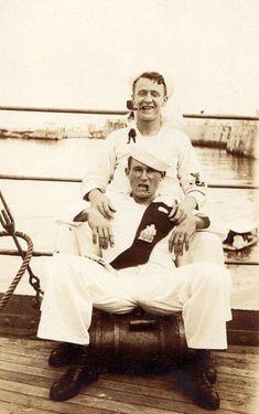 vintage everyday: Vintage Photos of Male Affection Sailor men in uniform Marin Vintage, Vintage Men, Vintage Couples, Vintage Images, Havana, Male Friendship, Vintage Sailor, Art Of Manliness, Photo Vintage
