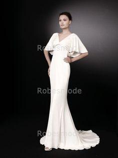 Robe de mariée simple avec manches papillon en santin élastique€89.38