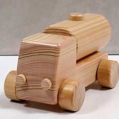 木のおもちゃ はたらく車・タンクローリー|おもちゃ・人形|ウッド・スマイル|ハンドメイド通販・販売のCreema