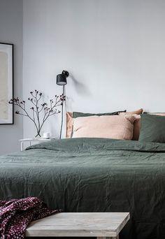 Cozy bedroom in green and grey - Bedroom - Design Stylish Bedroom, Cozy Bedroom, Bedroom Apartment, Home Decor Bedroom, Modern Bedroom, Bedroom Furniture, Bedroom Ideas, Scandinavian Interior Bedroom, Bedroom Neutral