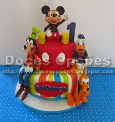 Doces Opções: Bolo Mickey e amigos no aniversário do Guilherme