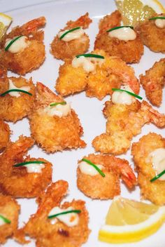 Tigerrejer med pankorasp opskrift Tiger prawns with pancorasp – japanese recipe Fish Salad, Asian Recipes, Ethnic Recipes, Fish Dishes, Fish And Seafood, Japanese Food, Tandoori Chicken, Curry, Easy Meals