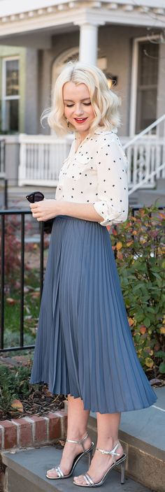 HOW TO STYLE A BLUE PLEATED MIDI SKIRT AND START PRINT BLOUSE - HOLIDAY OUTFIT IDEAS - POOR LITTLE IT GIRL