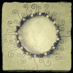 Krokpärla Luffarslöjd: Kransar av ull, järntråd och pärlor