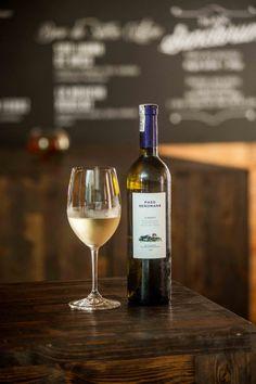 Pazo De Señorans White Wine, Alcoholic Drinks, Glass, Food, Wine, Cocktails, Drinkware, Corning Glass, Essen