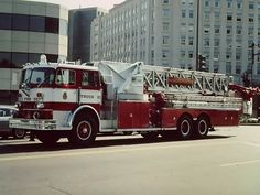 https://flic.kr/p/an7YCJ | DCFD | Tower 10's 1977 Sutphen, replaced in the '80s with a Grumman.