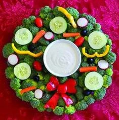 Make this Veggie Wreath Tray as the perfect addition to your holiday kids' table! Christmas Veggie Tray, Christmas Party Food, Xmas Food, Christmas Goodies, Christmas Treats, Holiday Treats, Holiday Recipes, Christmas Holidays, Veggie Platters