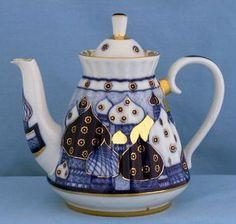 Lomonosov Russian Porcelain Teapot Tea Set Tea Cups Russian Teacups Lomonosov Not a collector of teapots limited room but very nice Teapots Unique, Russian Tea, Cafetiere, Teapots And Cups, Porcelain Ceramics, Ceramic Bowls, Ceramic Art, Chocolate Pots, My Tea