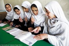 "Studiare.  In: ""Afghanistan a volto scoperto"" (www.pangeaonlus.org)"