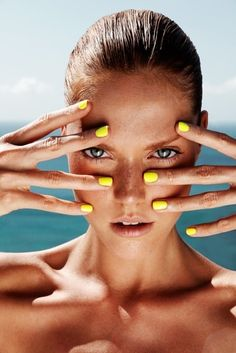 definitely need to try the neon yellow polish next summer :-)