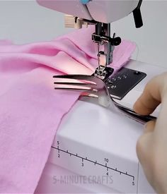 8 sewing hacks that everyone should know. 8 sewing hacks that everyone should know. 8 sewing hacks that everyone should know. 8 sewing hacks that everyone should know. Sewing Basics, Sewing Hacks, Sewing Tutorials, Sewing Crafts, Sewing Tips, Sewing Ideas, Techniques Couture, Sewing Techniques, Sewing Lessons