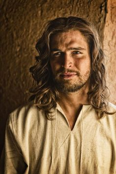 """Diogo Morgado as Jesus in the New History Series """"The Bible."""" Why is Jesus so pretty? I'm also super jealous of his hair. Do you know how much effort it would take for me to get what I'm now calling """"Jesus hair? Son Of God, Christian Humor, Christian Art, Christian Warrior, Christian Movies, Christian Living, Christian Quotes, The Bible Miniseries, Pictures Of Christ"""