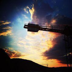 Instagram media by _janin._ - The nicest crane ever 😆 #sunset #sunsets #sun #instasun #sky #skyphotography #sundown #instasunset #sonne #sonnenuntergang #beautifulview #beautifulsky #eveningsky #abendhimmel #eveningsun #sunsetphotography #clouds #naturephotography #cloudscape #followthesun #music #musicismyreligion #lovethissong #musicismylife #addicted #chasingthesun #musiclover #crane #photobomb