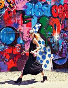 """Summer in the City"" by Stefania Paparelli for GIOIA Magazine New York Graffiti, Graffiti Girl, Urban Graffiti, Street Art Graffiti, Graffiti Quotes, Graffiti Murals, Graffiti Photography, Teen Photography, Sister Poses"