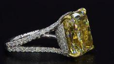 verlobungsring videos An enamoring Fancy Yellow Diamond center stone set in a custom Bez Ambar diamond mounting. Silver Jewellery Online, Diamond Jewelry, Silver Jewelry, Fine Jewelry, Jewellery Shops, Vintage Jewelry, Indian Jewelry, Jewlery, Yellow Engagement Rings