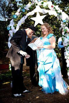 How to write heartfelt, sniffle-worthy wedding vows | Offbeat Bride
