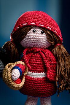 Little Red Riding Hood - amigurumi pattern out of the book 'Amigurumi Fairy Tales' - Design by Tessa Van Riet - Ernst