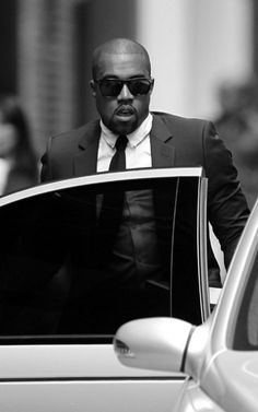 All Yeezy Everything Kanye West Songs, Afro, Kanye West Style, Handsome Black Men, American Rappers, Hip Hop Rap, Well Dressed Men, The Villain, Musica