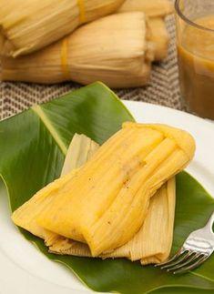 El envuelto de maíz o de choclo es una receta a base de un ingrediente propio de la tradición culinaria indígena: el maíz. Es un amasijo que sobresale en la cultura gastronómica colombiana. Colombian Dishes, Colombian Cuisine, Porto Rico, Tamales, Latin Food, Chicken Enchiladas, Food Humor, Food Network Recipes, I Foods