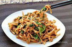Easy Slow cooker / Crockpot Chicken Lo Mein Noodles