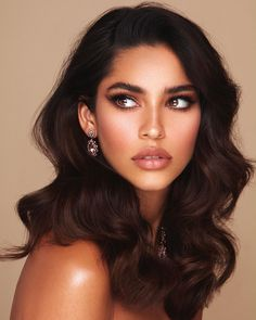 Juliana herz on some serious side eye skin care loose waves shoulder length loose waves hair shoulder length loo care hair length loo loose shoulder skin waves Short Wedding Hair, Wedding Hairstyles For Long Hair, Wedding Hair And Makeup, Bridal Makeup, Hair Makeup, Bridal Hairstyles, Wedding Guest Makeup, Everyday Hairstyles, Glowy Makeup
