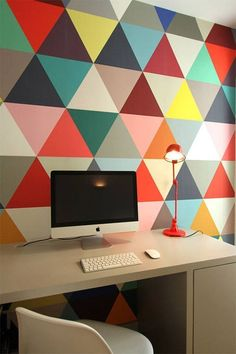 Colorful Apartment Design in the Chic District of Paris - Home Decorating Inspiration Colorful Apartment, Triangle Wall, Geometric Wall Art, Geometric Wallpaper, Bold Wallpaper, Graphic Wallpaper, Trendy Wallpaper, Office Walls, Study Office