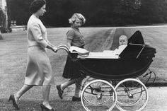 September Queen Elizabeth II and Princess Anne take baby Prince Andrew for a ride in his high pram in the grounds of Balmoral Castle on his first holiday Prince Andrew, Prince Philip, Prince Charles, Reign, Vintage Pram, Baby Prince, Paris Match, Royal Life, Queen Elizabeth