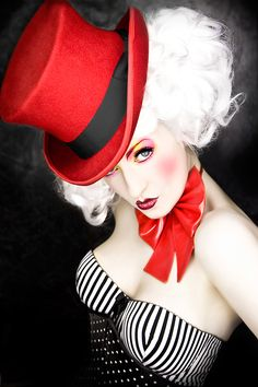 I am so getting a top hat! Life is a Cabaret. Oh chums. Come in and join in. Twill be an adventure. Dark Circus, Cabaret, Pinup, Fashion Bubbles, Halloween Karneval, Beauty And Fashion, High Fashion, Night Circus, Circus Theme