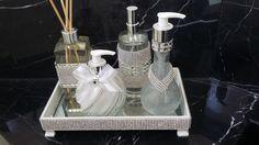 Vidros decorados mais bandeja em espelho, strass e chaton prata sendo:  Vidro…