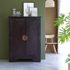 Tikamoon, interior furniture specialists, supply sideboards in high quality solid woof. Take a look at the Tikamoon online store. Solid Wood Sideboard, Mahogany Sideboard, Sideboard Buffet, Salon Simple, Teak, Buffet Teck, Style Asiatique, Mahogany Color, Tinkerbell