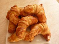 Croissanty Sweet Cakes, Croissant, Shrimp, Sausage, Bread, Chicken, Recipes, Food, Basket
