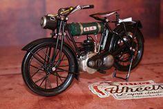 Miniature moto métal vintage BSAsur Retro Wheels http://www.retrowheels.fr/miniatures-2-roues/341-miniature-moto-metal-vintage-bsa.html