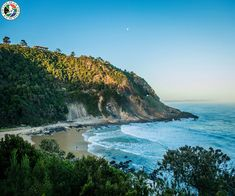 Amazing beaches and picturesque seaside towns - check out the best seaside spots to spend a sunny vacation in the Western Cape. Seaside Towns, Cheap Flights, Beach Fun, Holiday Destinations, South Africa, Westerns, Cape, Vacation, Victoria