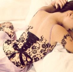 Amazing corset piercing and lace tattoo! Back Tattoos, Sexy Tattoos, Body Art Tattoos, Sleeve Tattoos, Tree Tattoos, Girl Tattoos, Tatoos, Corset Piercings, Body Piercings