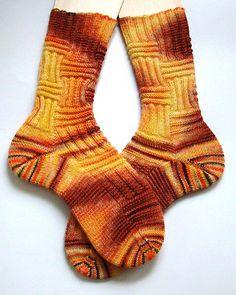 Knitting Patterns Socks Ravelry: Sockengerippe pattern by Sprottenpaula Yoga Socks, My Socks, Slipper Socks, Slippers, Knit Stockings, Camping Gifts, Patterned Socks, Knitting Socks, Knit Socks