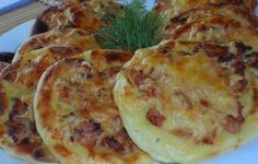Potato cakes with chicken Ingredients: For potato cheesecake: - half a kilo of potatoes - 1 egg - teaspoon of salt - 2 tablespoons flour Good Food, Yummy Food, Tasty, Vegetable Pancakes, New Recipes, Cooking Recipes, Potato Cakes, How To Cook Potatoes, Russian Recipes