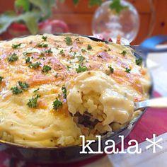 昨日のチキンに詰めた海老ピラフの残りでドリア~(゚∀゚) 簡単ホワイトソースとチーズを乗っけて焼いたら出来上がりぃ(◍ ´꒳` ◍)b - 349件のもぐもぐ - ノンバターノン生クリーム⭐海老ピラフドリア❤️ by klala