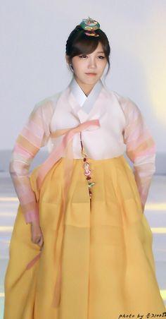 Hanbok : Korean traditional clothes[dress] 정은지