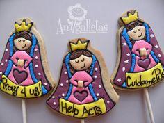 Virgencitas Our lady of Guadalupe Cookies by Amigalletas on Etsy Fancy Cookies, Sweet Cookies, Cute Cookies, Royal Icing Cookies, Edible Cookies, Galletas Cookies, Chocolates, Ideas Para Fiestas, First Holy Communion
