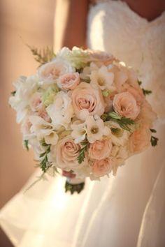 Diese Farben sind ganz schön sahara rose, freesia, ivory hydrangea with light greenery